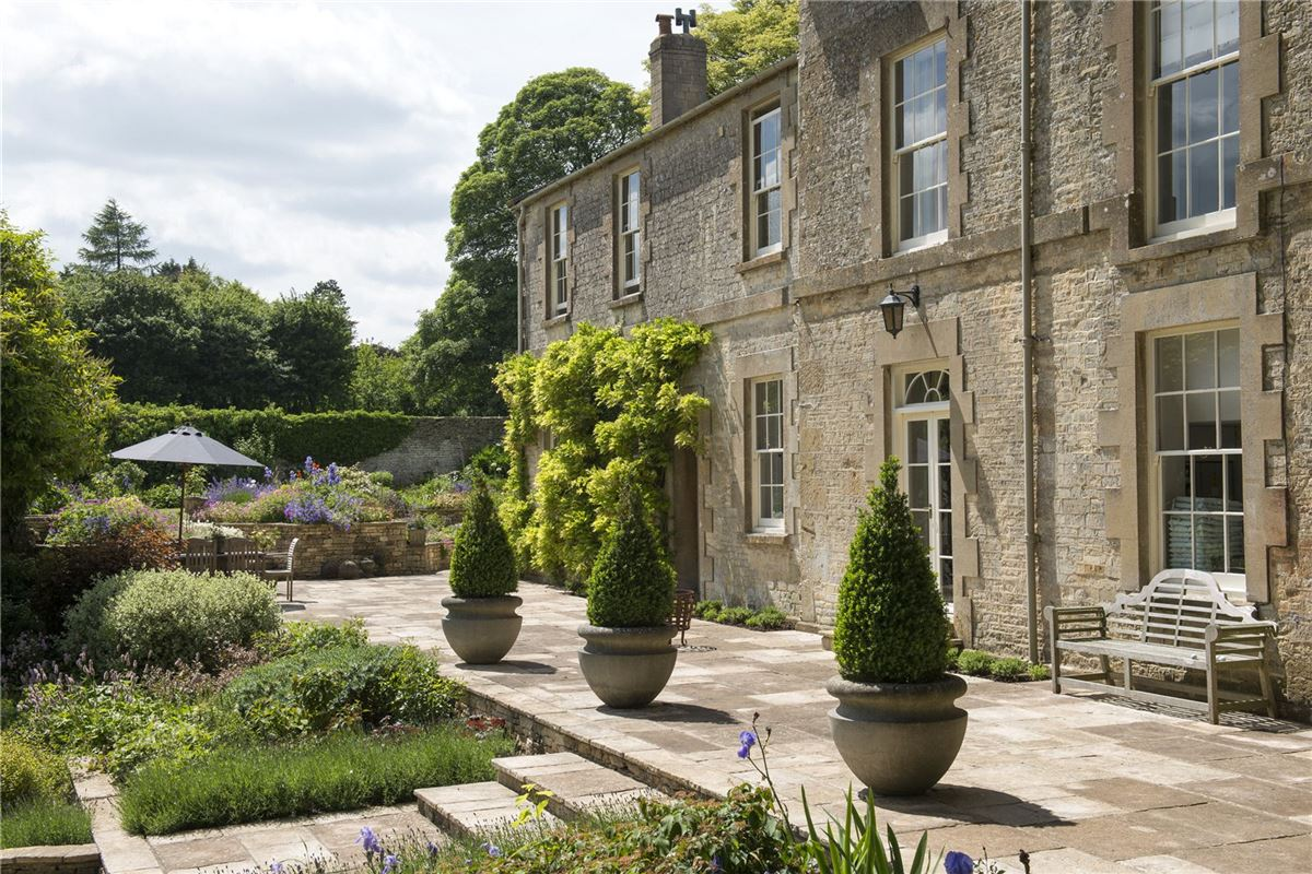 Mansions in Cotswold Rectory in a beautiful setting