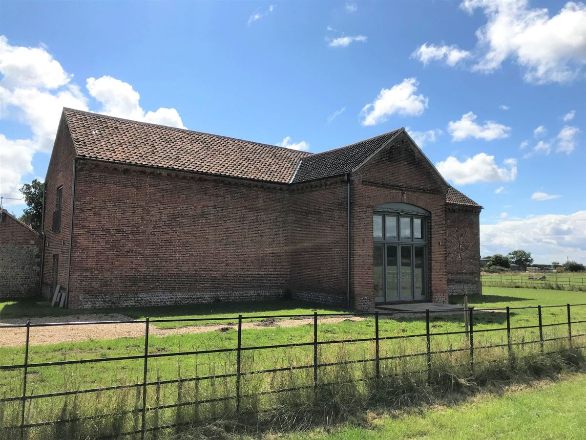 Threshers Barn is an impressive two-storey barn conversion luxury homes