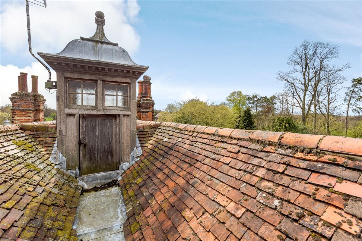 Luxury properties William and Mary Grade II Listed detached residence