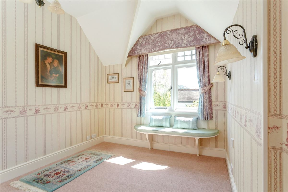 Mansions A substantial detached family home with attractive gardens