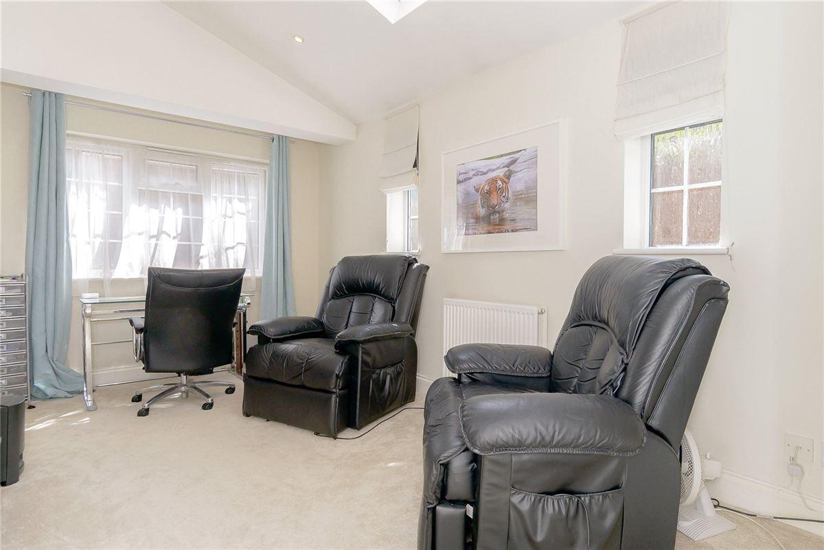 Luxury properties splendid home with flexible accommodation