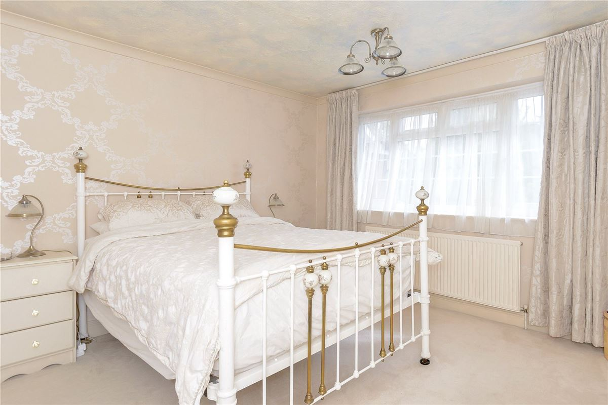 Luxury homes in splendid home with flexible accommodation