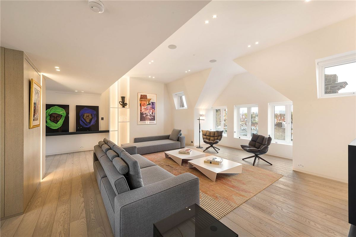 Superb Property Has 360 Degree Views Across London