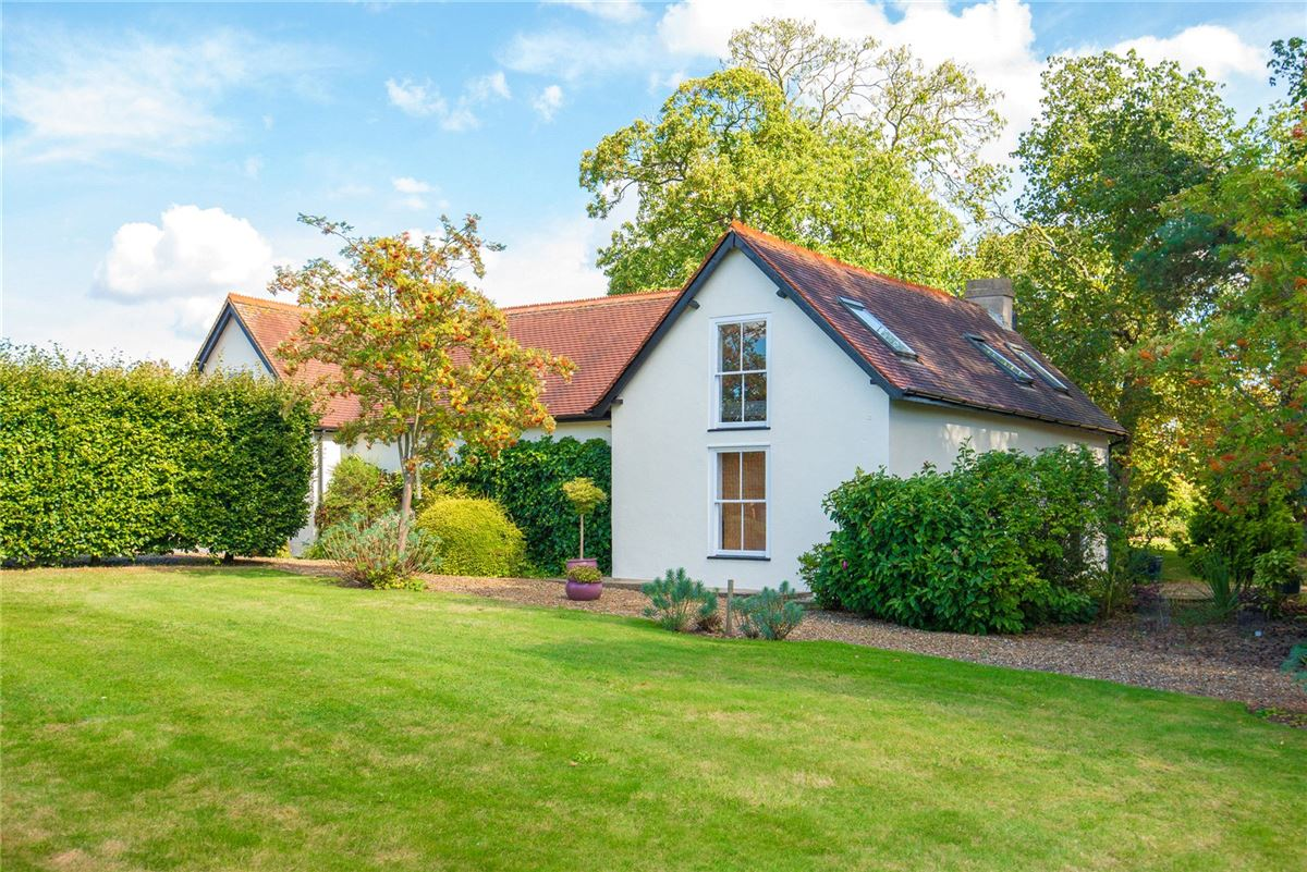 Luxury homes in handsome Edwardian house in Broxbourne