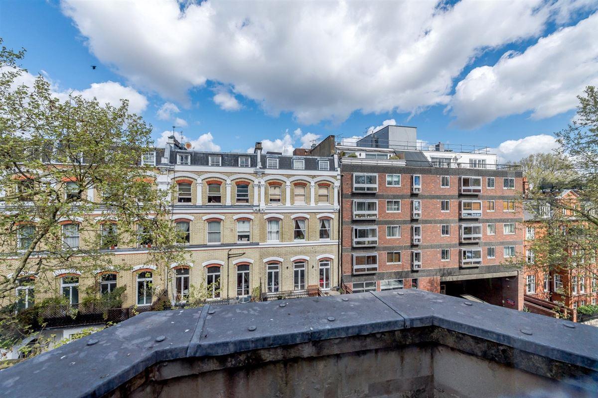 bright and impressive top floor apartment mansions
