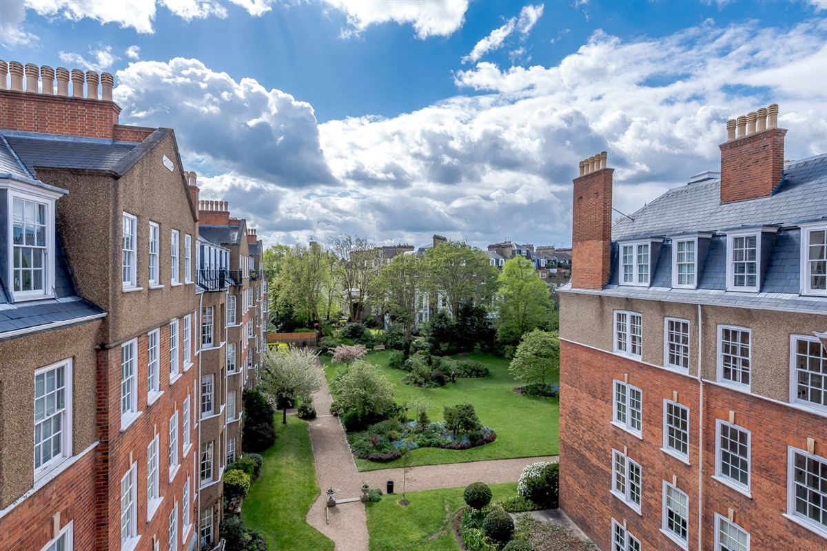 Luxury homes in bright and impressive top floor apartment