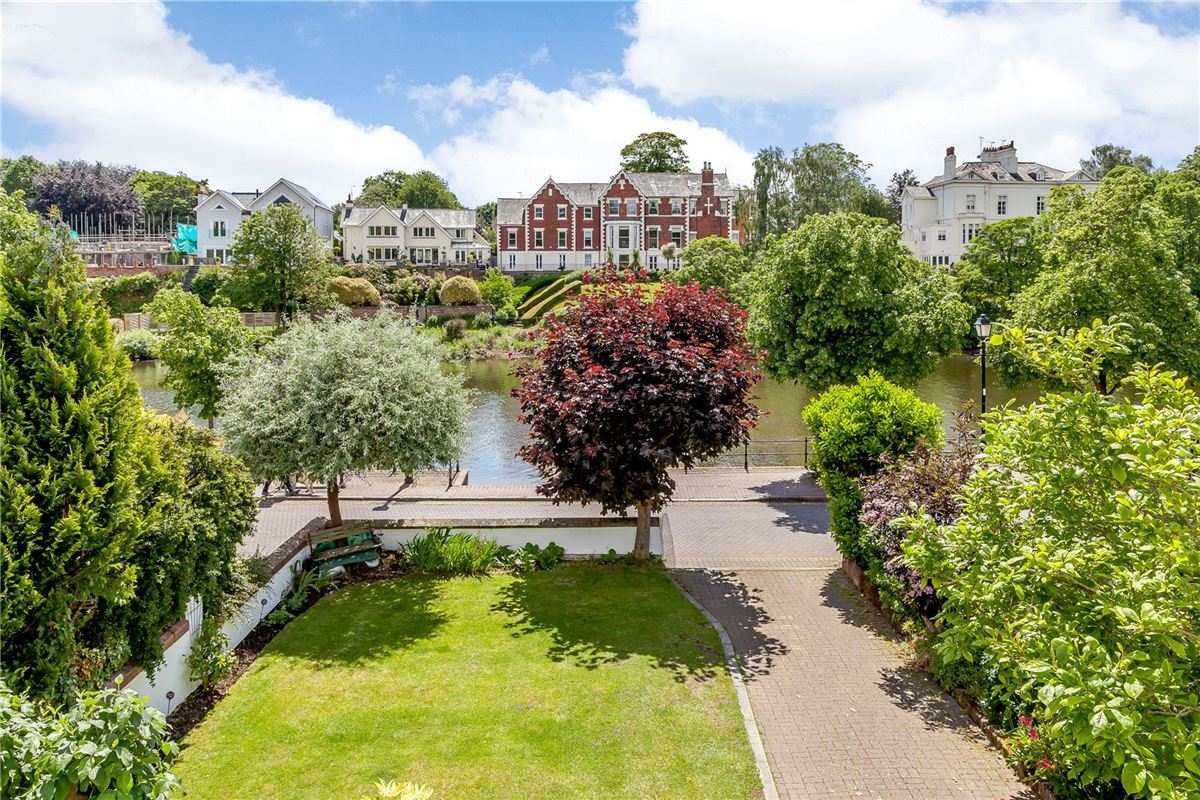 Mansions in a charming property with stunning views over the River Dee