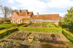 Grade II listed village house dating back to the 16th century mansions