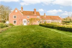 Mansions in Grade II listed village house dating back to the 16th century