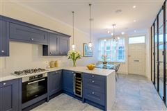 Mansions in Meticulously refurbished and remodelled home