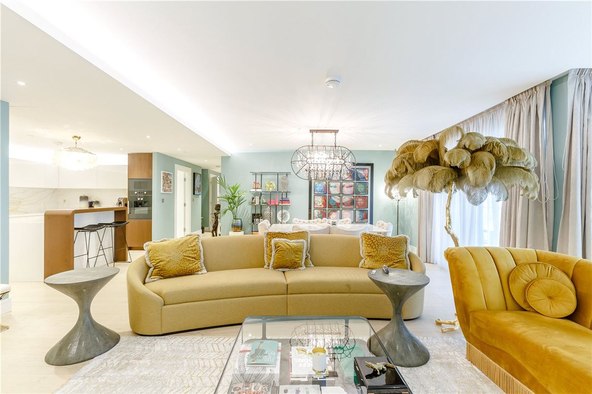 Luxury homes A very stylish and spacious first floor lateral apartment