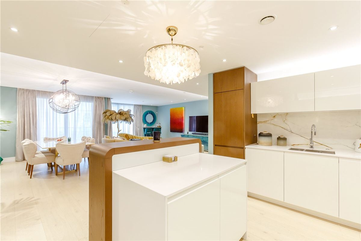 A very stylish and spacious first floor lateral apartment luxury homes