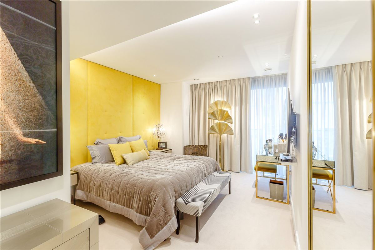 Luxury real estate A very stylish and spacious first floor lateral apartment