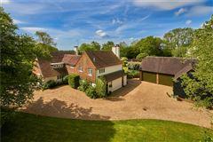 Luxury properties Charming Powderham house