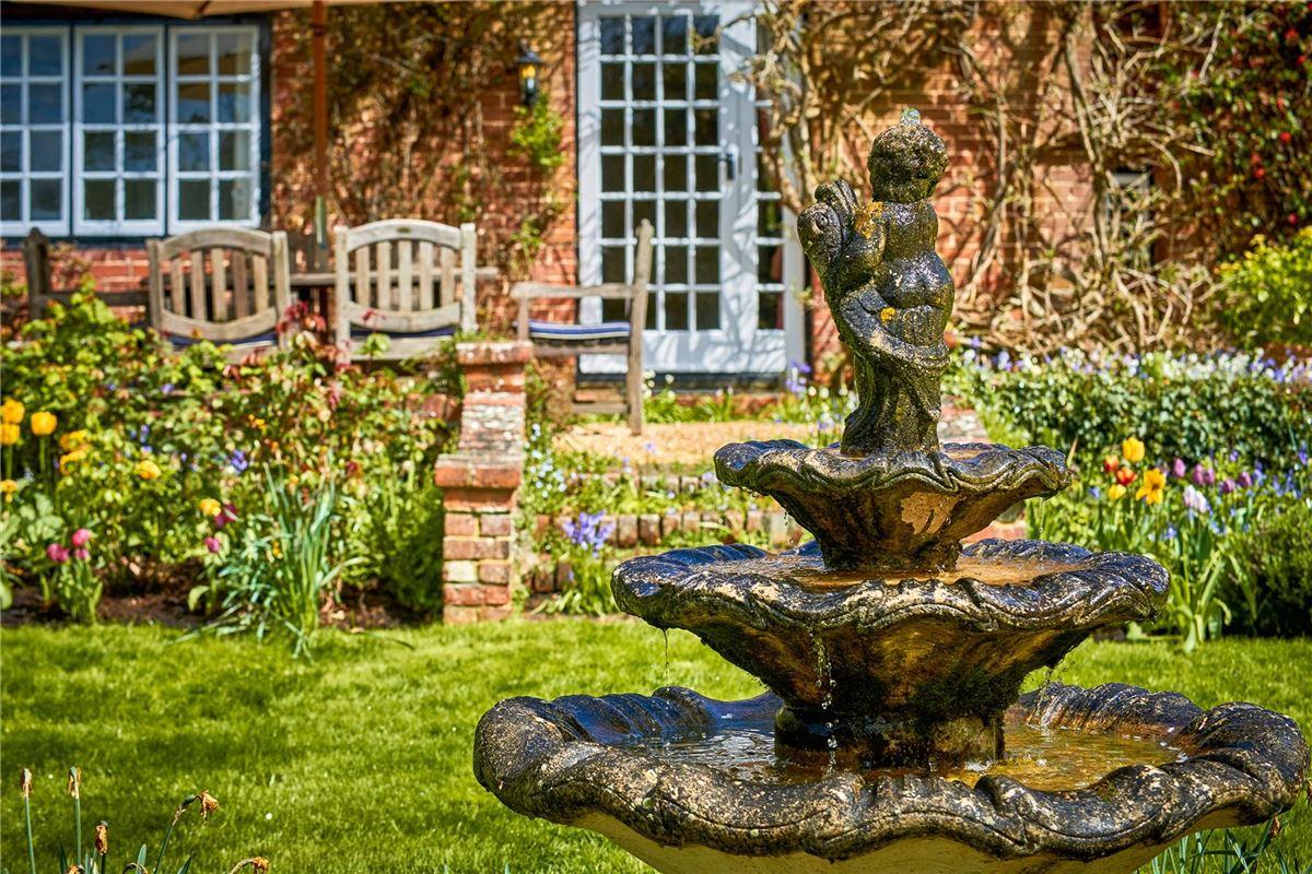 Mansions Ewshot Cottage