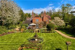 Ewshot Cottage mansions