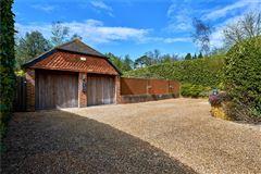 Luxury properties Ewshot Cottage