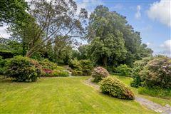 Luxury homes in this elegant residence boasts beautiful gardens