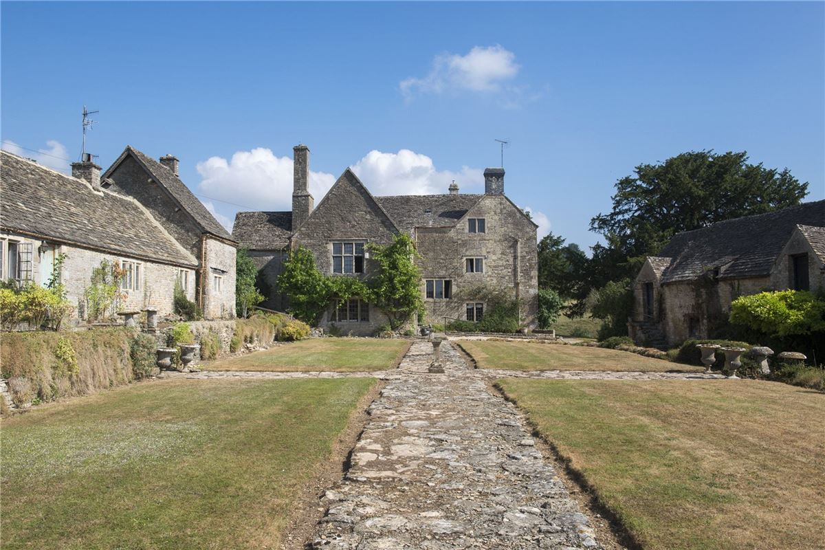 Mansions in charming property in a wonderful cotswold setting