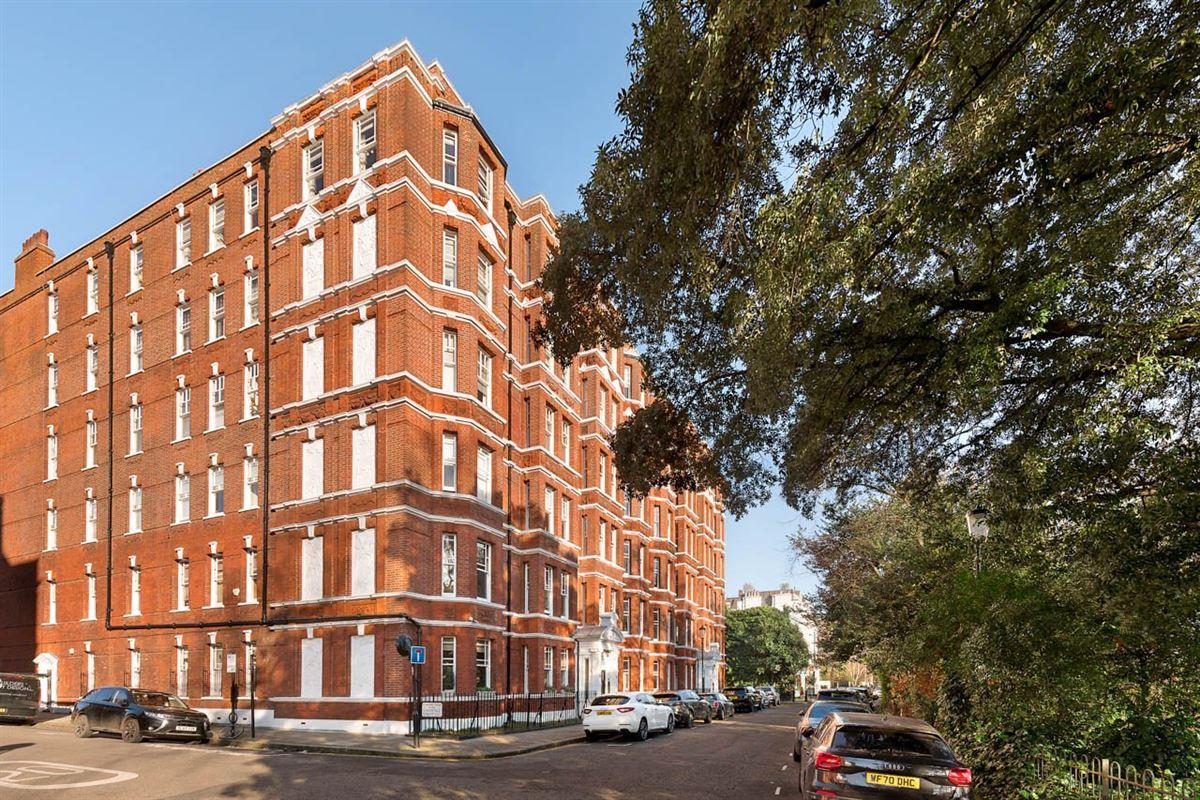 Mansions in beautiful third floor apartment