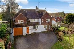 Luxury real estate spacious and welcoming home in Chipstead