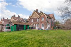 Mansions in characterful cottage on a spacious plot