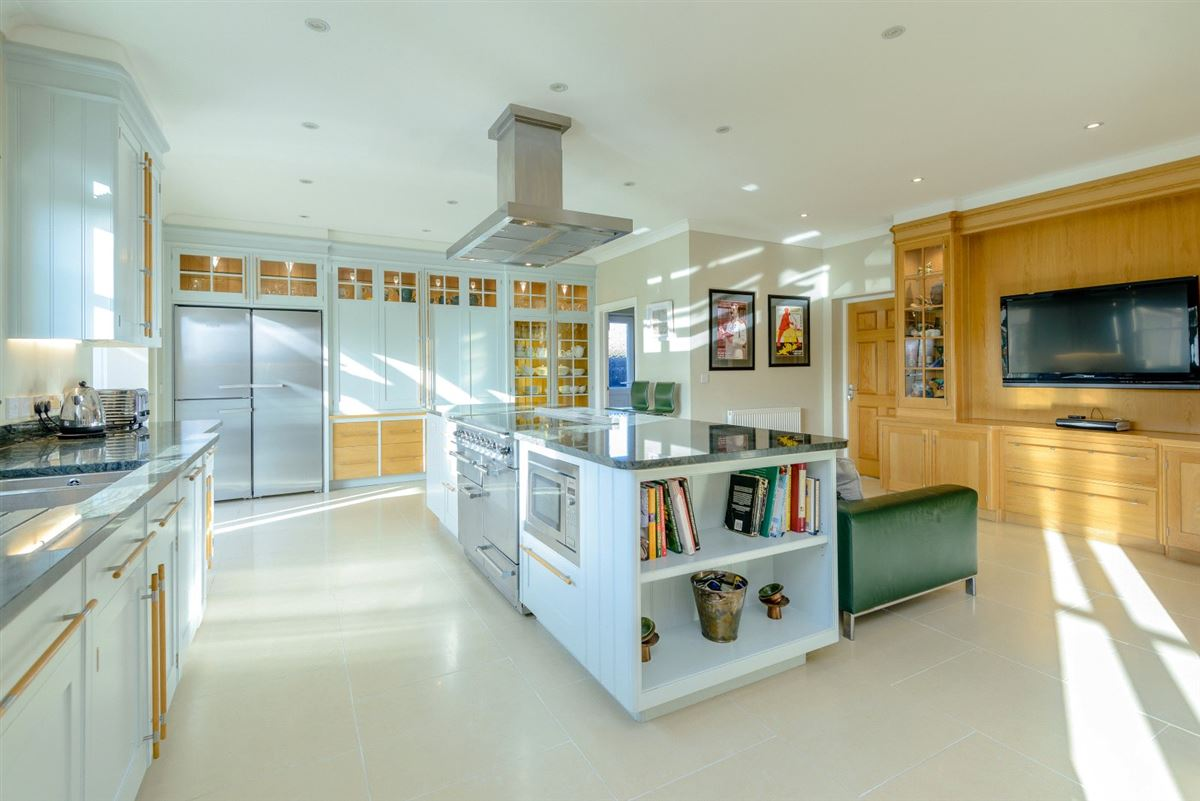 Luxury homes Immaculately presented family house