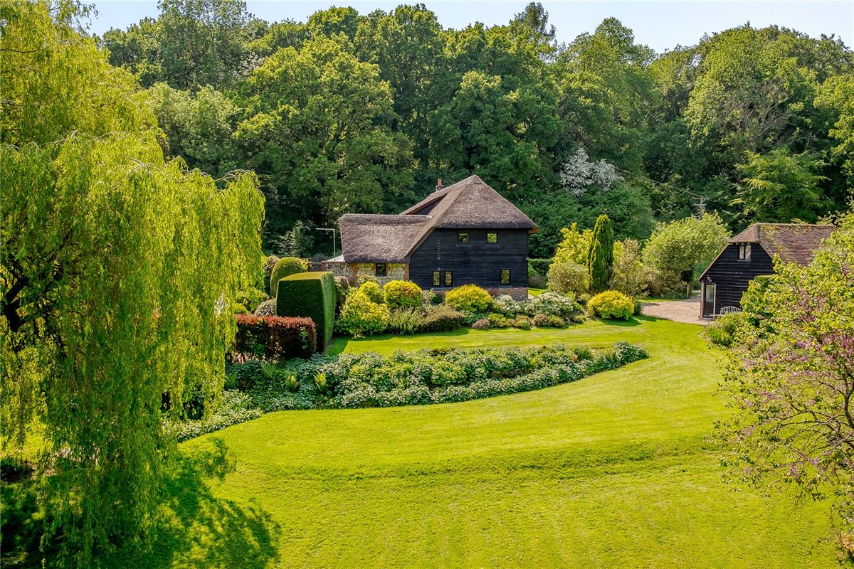Luxury homes stunning 16th century thatched barn conversion