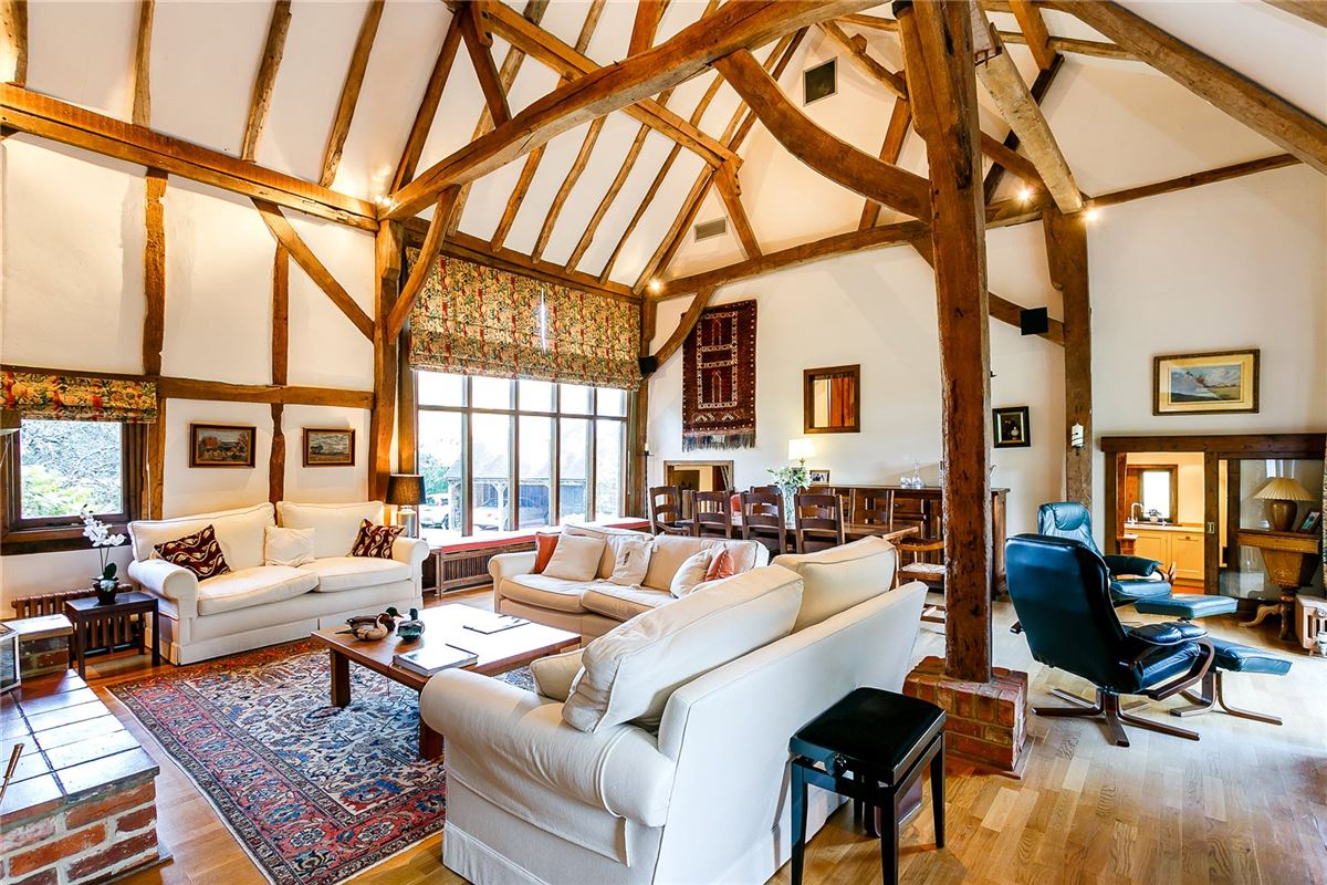 Mansions stunning 16th century thatched barn conversion