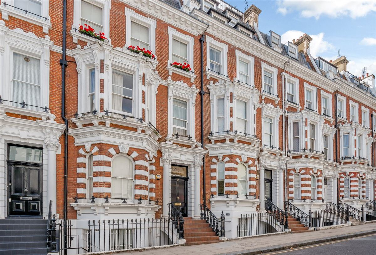 beautiful upper maisonette with excellent views luxury properties