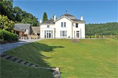 Mansions  sought after Dartmoor village home