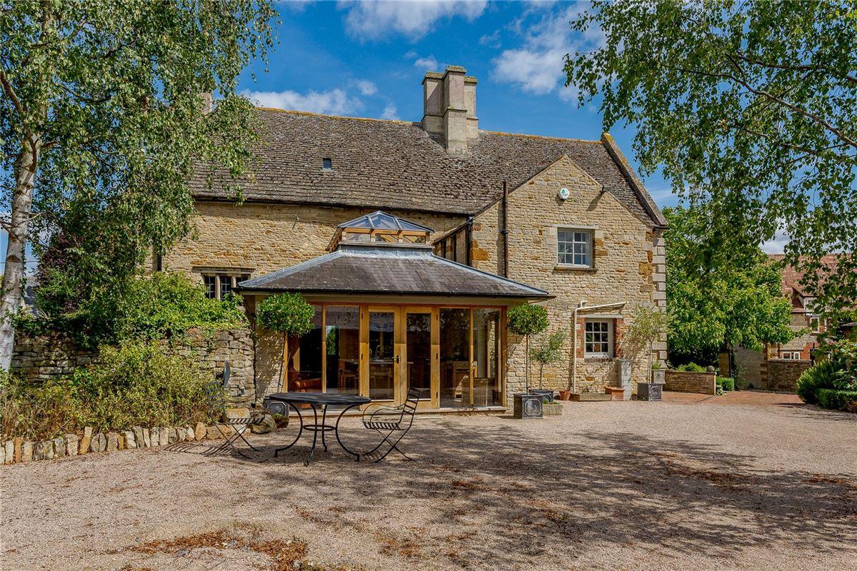 Luxury properties Manor House