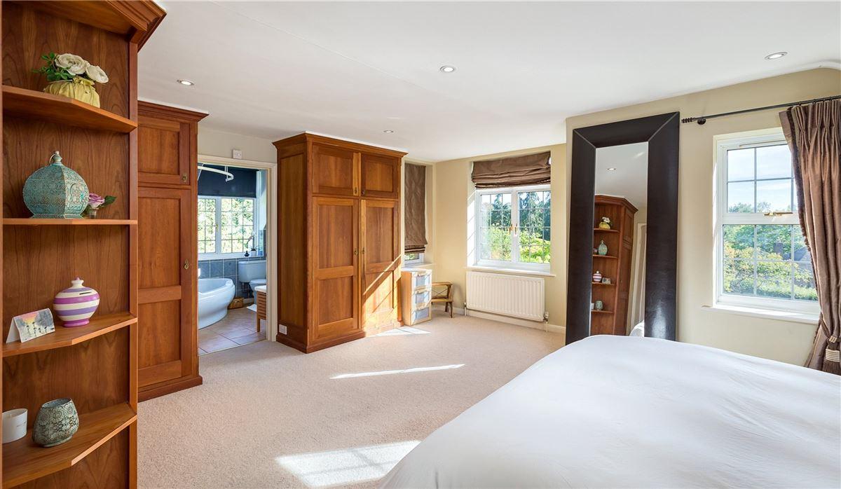 Luxury properties spacious home on the edge of Wonersh