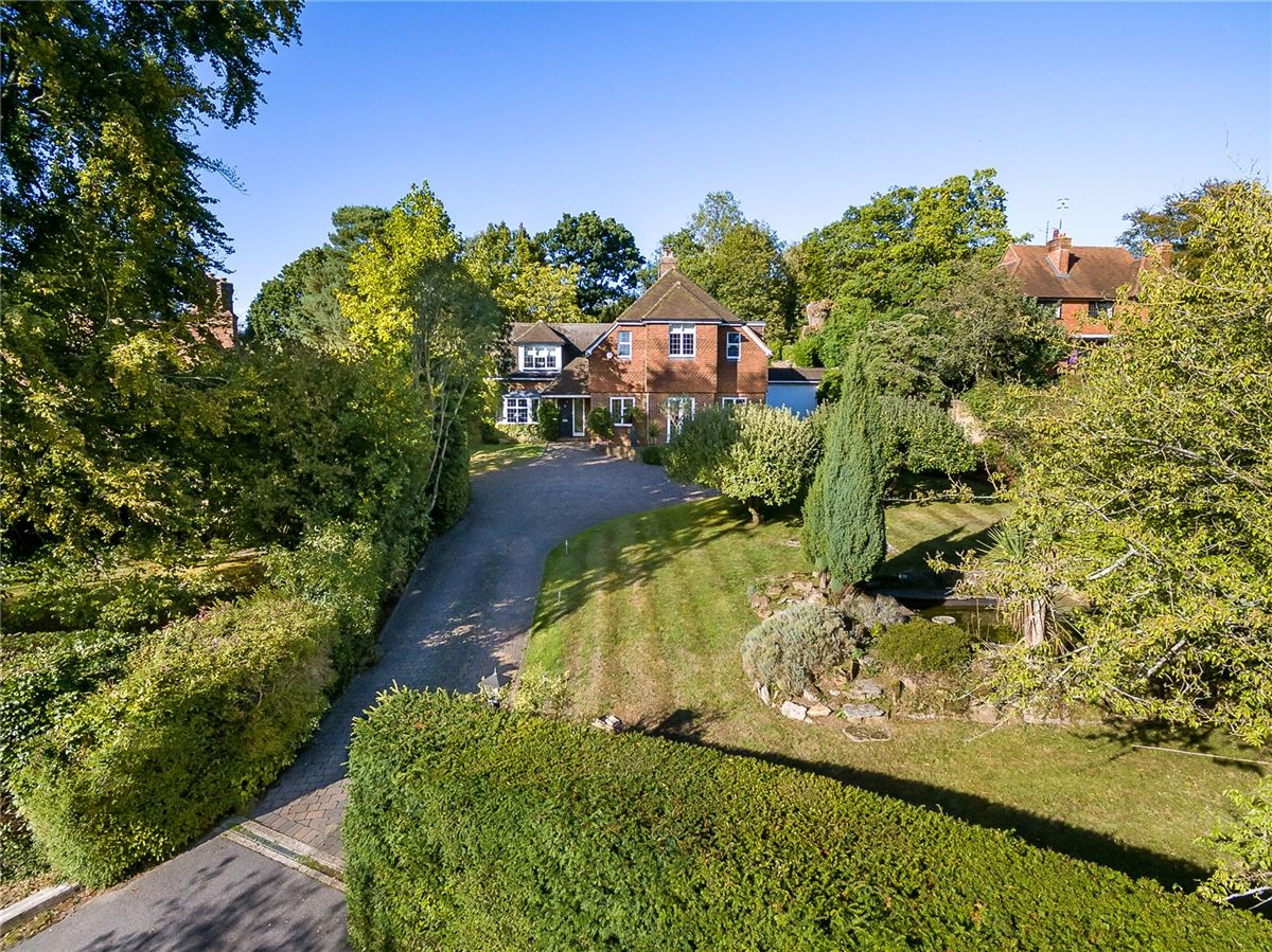 Mansions spacious home on the edge of Wonersh