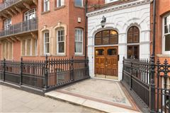 Mansions in four bedroom raised ground floor flat