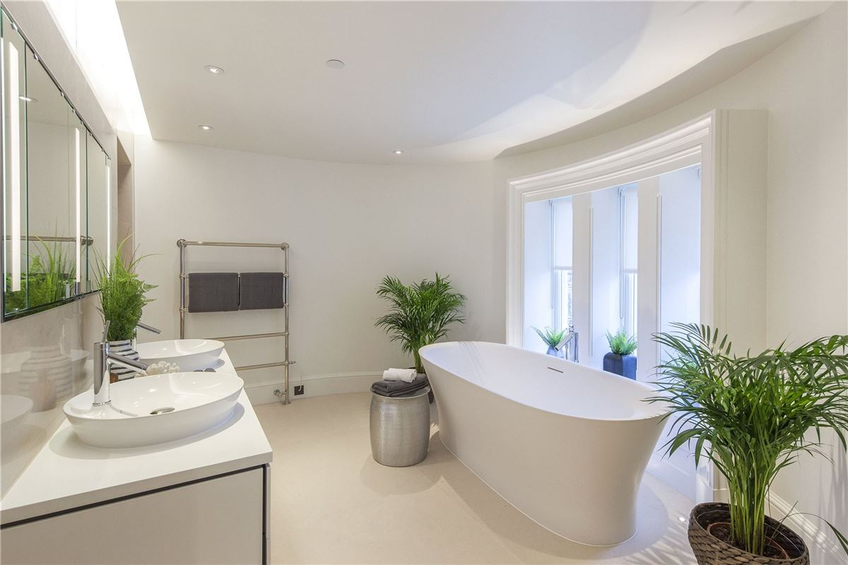 enjoy luxurious living in London mansions