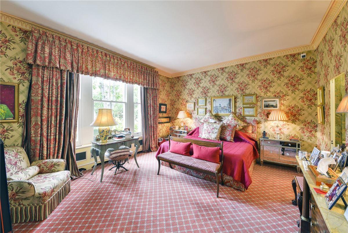 Luxury homes in very special seven bedroom luxury home
