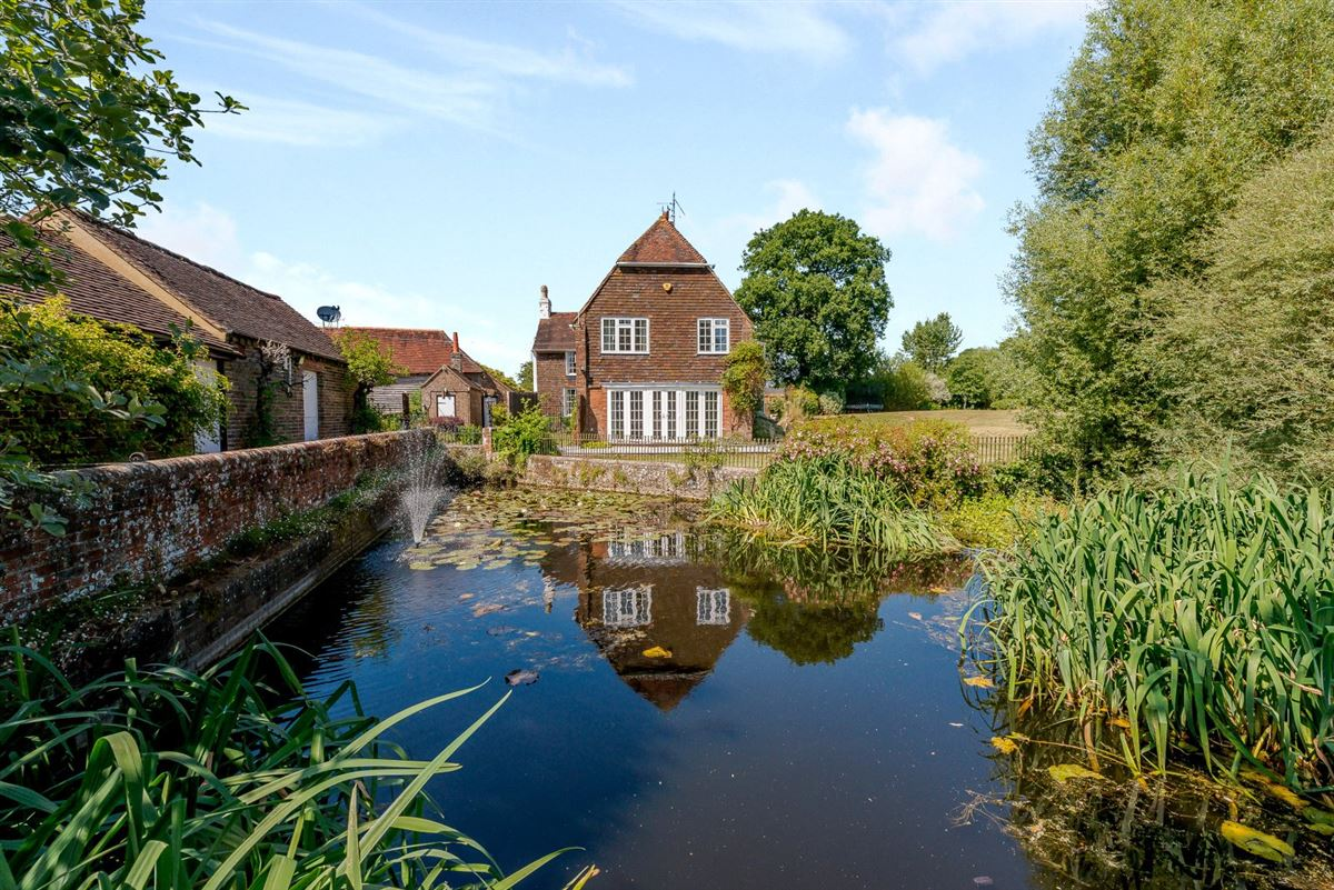Mansions in charming period farmhouse on just under 17 acres