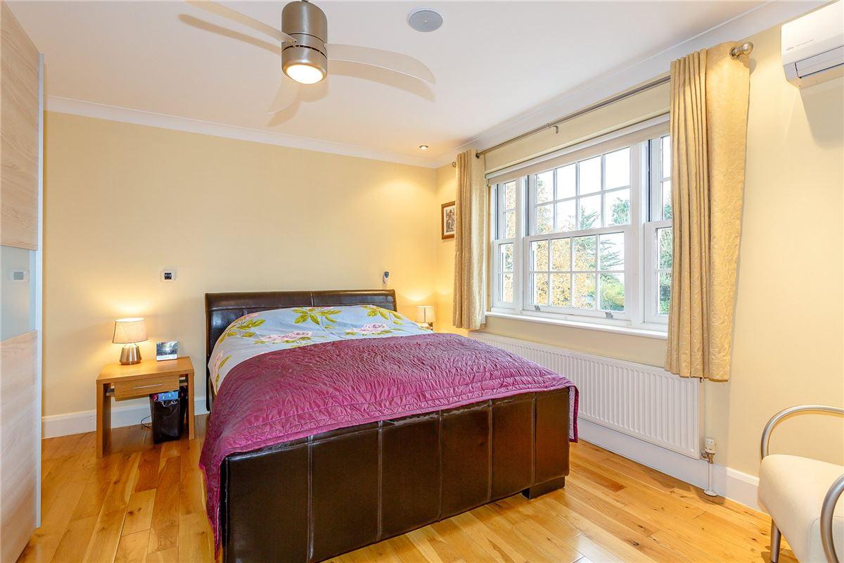 A FINE SIX BEDROOM MODERN FAMILY HOME   United Kingdom ...