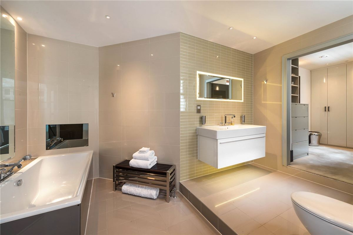 Mansions flat with amazing space