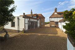 Luxury homes in Kentlands
