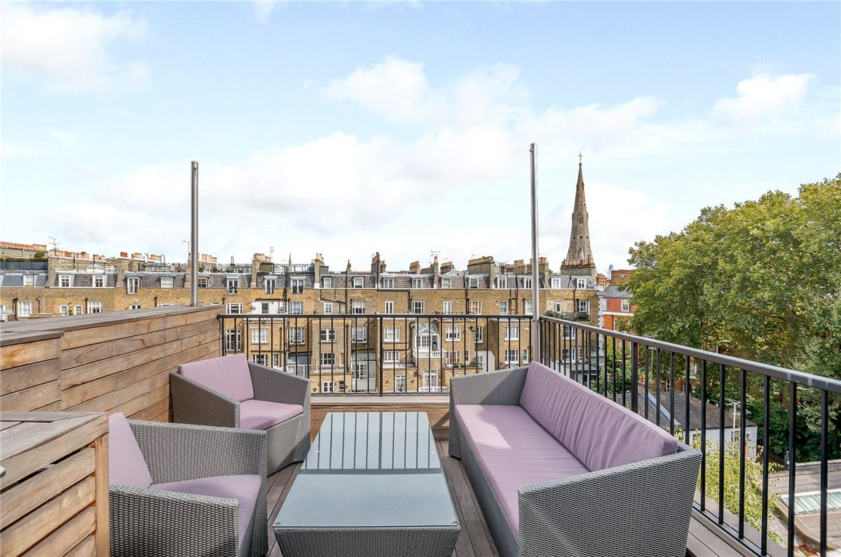 Luxury homes in top floor maisonette with a fantastic roof terrace