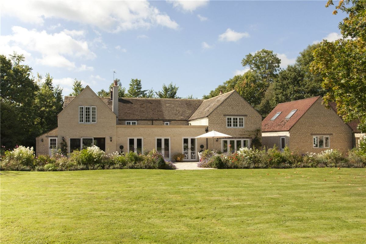 Mansions in A beautifully renovated house in malmesbury