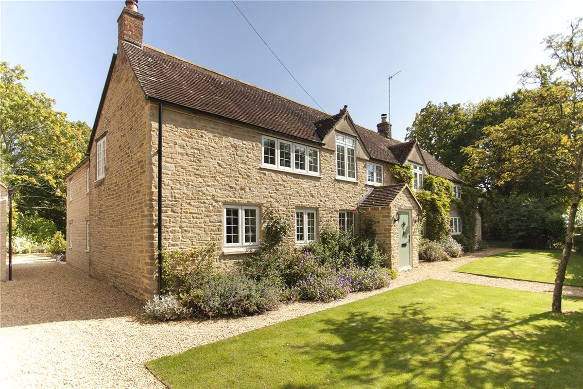 Luxury homes in A beautifully renovated house in malmesbury