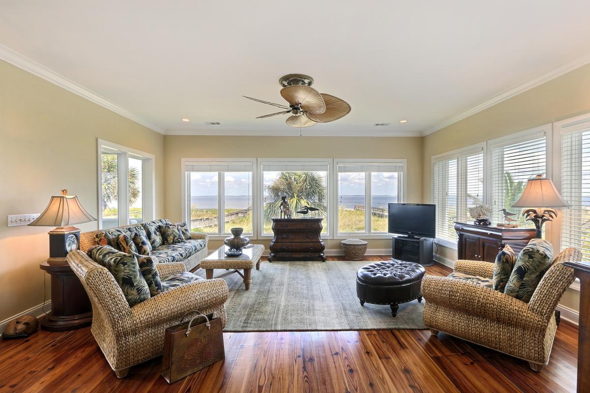 Luxury homes in Harbor Island