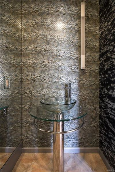 Luxury properties SPECTACULAR MODERN RANCH