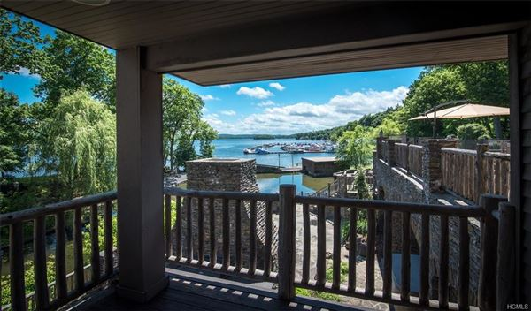 Luxury real estate Gem on the Lake
