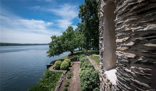 Gem on the Lake luxury real estate