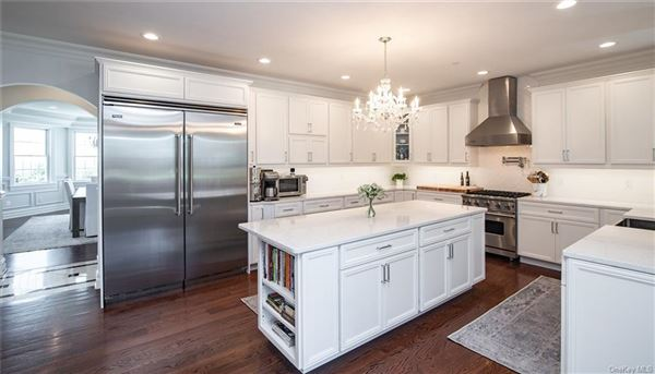 Luxury homes in AVONLEA, located 25 minutes from NYC