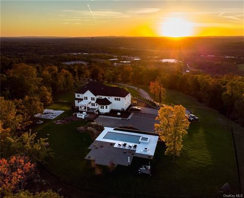 Luxury homes AVONLEA, located 25 minutes from NYC